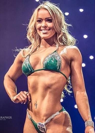 A modelo participa de concursos, e todo esse esforço para mudar seu corpo era com foco no campeonatoWorld Beauty, Fitness and Fashion