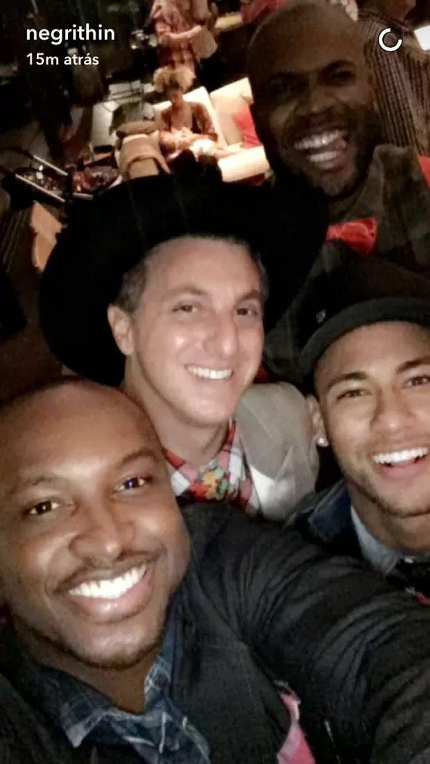 Neymar curtindo festa julina com Thiaguinho, Luciano Hulck e Rafael Zulu (Foto: Reprodução / Snapchat)