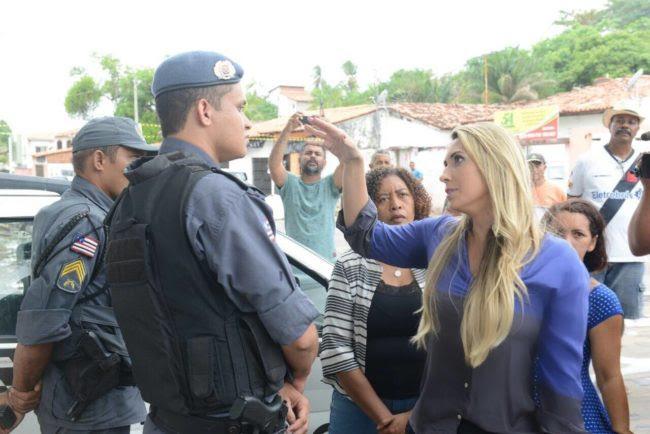 Andrea Murad é impedida por militares de entrar no prédio da Funac-MA