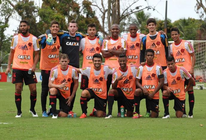 Time vencedor do rachão, Léo Moura Flamengo (Foto: Gilvan de Souza / Flamengo)