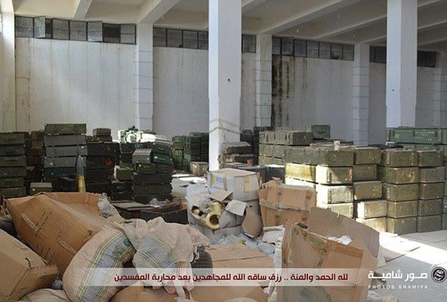 Vast: Os suprimentos foram apreendidos quando o grupo rebelde apoiado pelo Ocidente moderada Harakat Hazm recentemente se separou e permitiu a sua sede a ser invadida por jihadistas