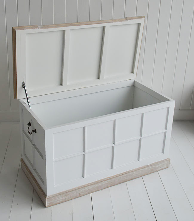 Vermont Small White Storage Trunk - White Bedside table ...