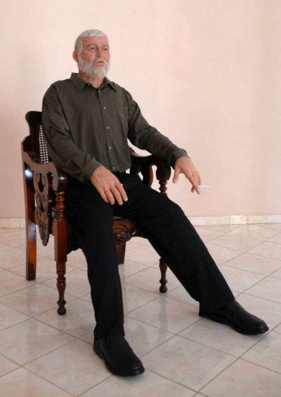 Escultura del escritor norteamericano Ernest Hemingway, expuesta en el Museo de Cera, en Bayamo, provincia de Granma. AIN Foto: Oscar ALFONSO SOSA