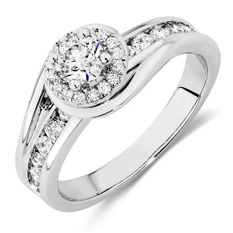 Engagement Ring with 3/4 Carat TW of Diamonds in 14kt