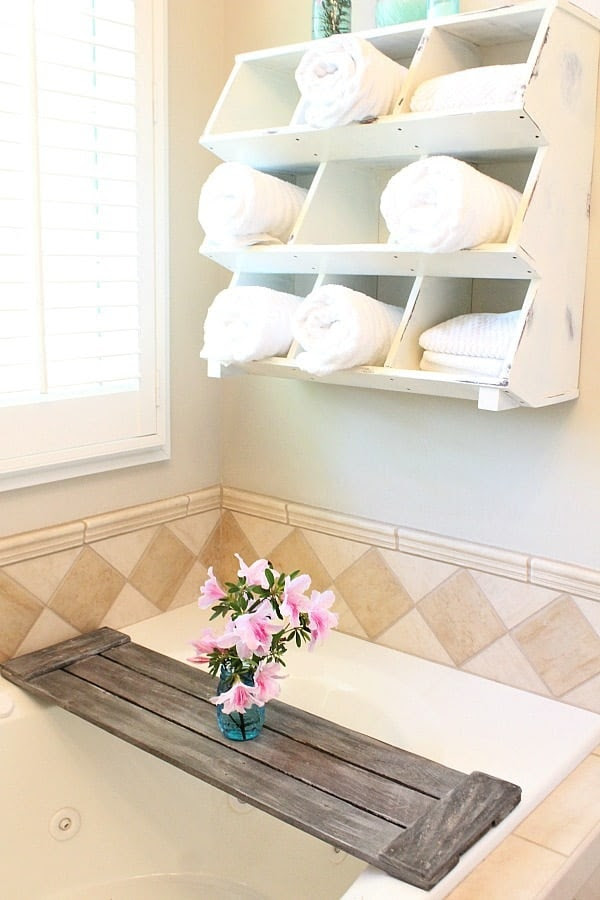 Driftwood-finish-on-tub-tray-Pallet-tub-tray-easy-do-it-yourself-pallet-project