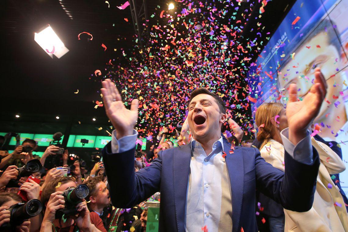 Candidato Zelenskiy reage após o anúncio de uma pesquisa de boca-de-urna na eleição presidencial da Ucrânia em Kiev