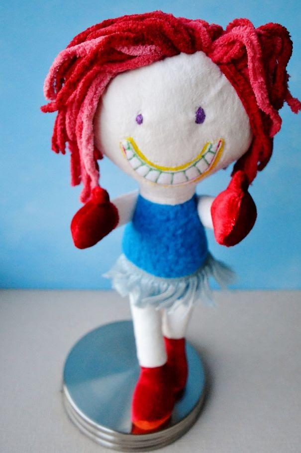 Καλλιτέχνιδα μετατρέπει τις ζωγραφιές παιδιών σε λούτρινα παιχνίδια (25)