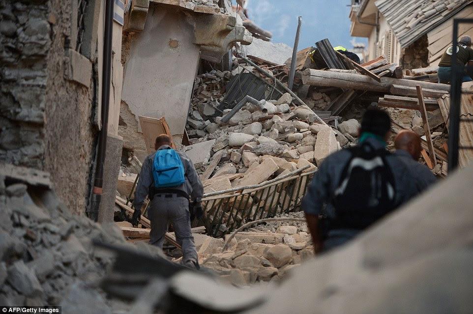 Empilhados: As ruas apertadas de Amatrice foram bloqueadas por escombros de edifícios caindo embalada pelo terremoto
