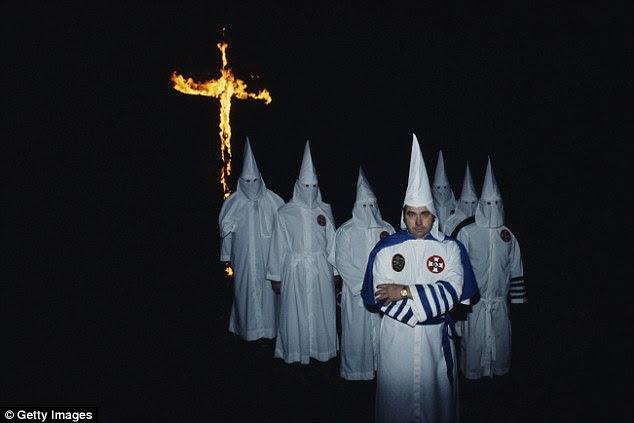 """Temían: Bill Wilkinson, fundador y Asistente Imperial del imperio invisible, Caballeros del Ku Klux Klan, en Baton Rouge, Louisiana, en 1977. El FBI advirtió el grupo era """"violento"""" y """"peligroso"""""""
