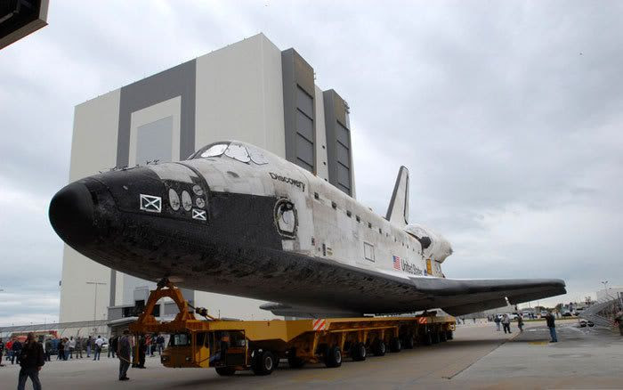 Space shuttle Discovery is transported from its hangar to the Vehicle Assembly Building at Kennedy Space Center, Florida, on January 7, 2009.  Preparations continue for its February 12 launch to the International Space Station, on flight STS-119.
