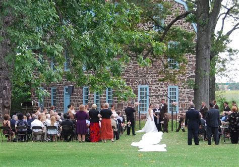 Outdoor wedding at Graeme Park in Horsham, Montgomery