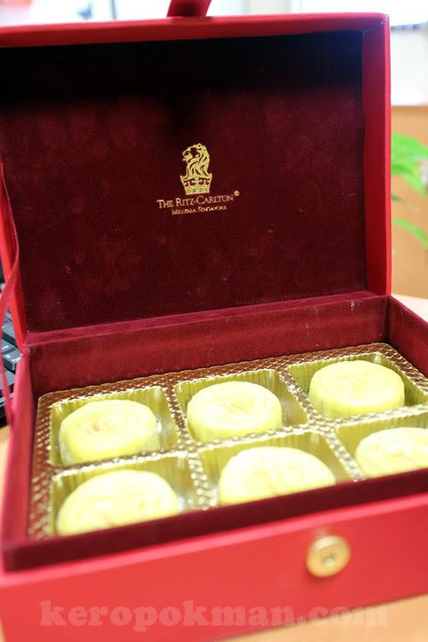 Mooncakes - Ritz-Carlton Millenia Singapore
