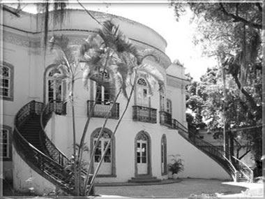 Fachada com salão oval da casa da Marquesa de Santos