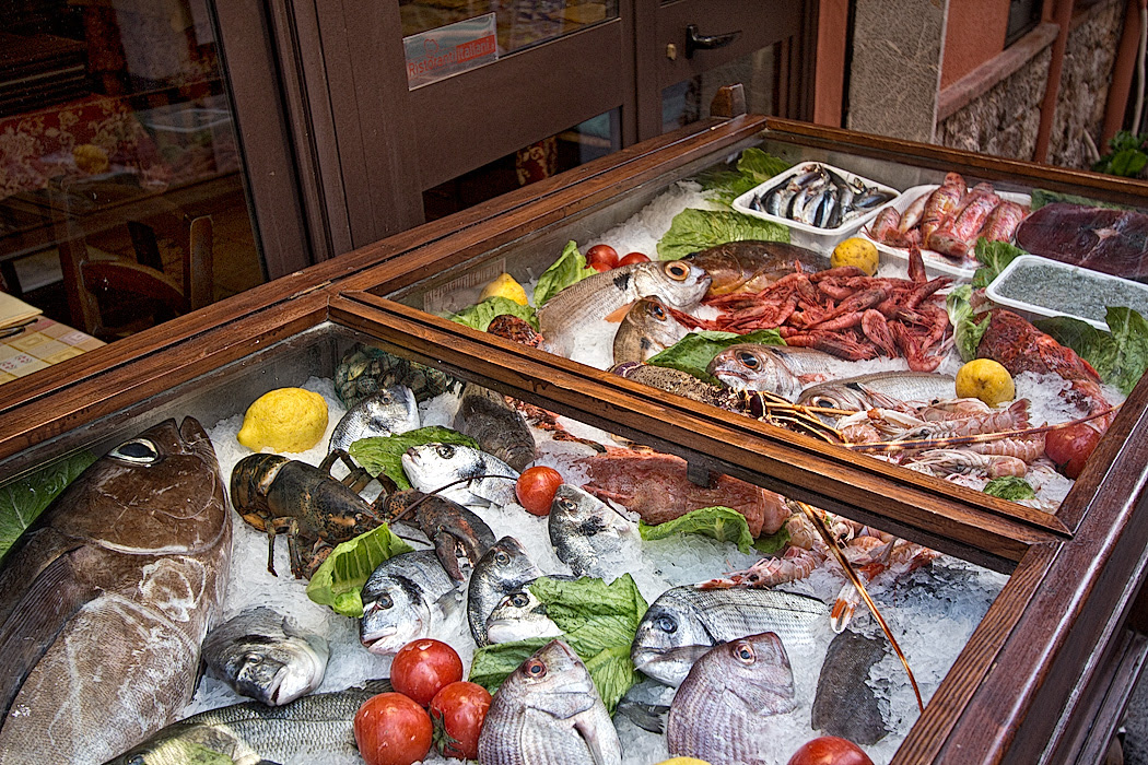 Photo Fresh Caught Seafood In Taormina Italy