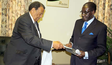 Former United States Ambassador to the United Nations Andrew Young meets with President Robert Mugabe of the Republic of Zimbabwe. Young says he wants Washington to normalize relations with Harare. by Pan-African News Wire File Photos