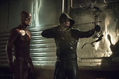 click to see more screen caps from the Arrow episode of The Flash/Arrow crossover.