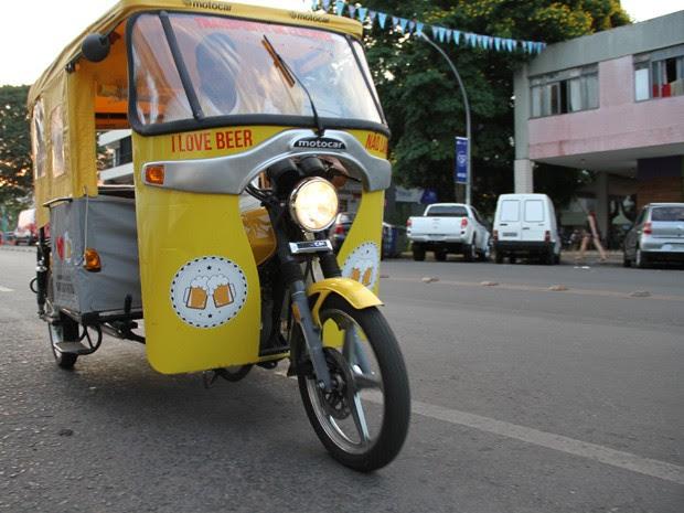 Triciclo de tuk-tuk usado para transportar clientes (Foto: Vianey Bentes/TV Globo)