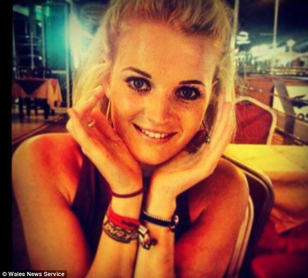 Rosie Carter, 19 anos, morreu de repente durante o sono, enquanto em uma viagem de família ao País de Gales para apoiar sua tia em um triathlon caridade