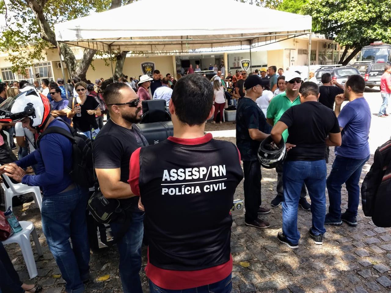 Policiais civis do RN cobram pagamento de salários