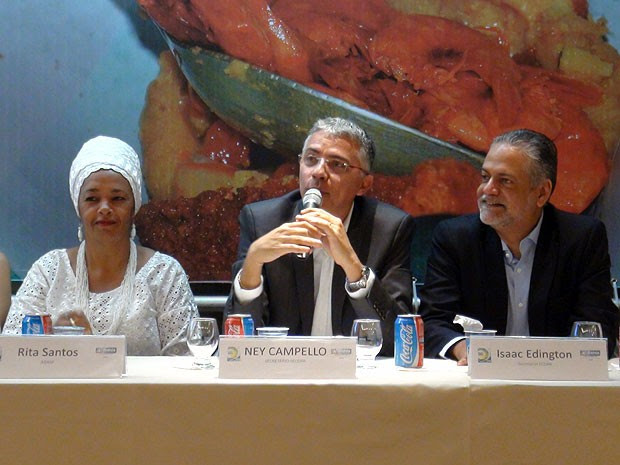 Rita Santos, da ABAM, secretários da Secopa Municipal e Estadual, Ney Campelo e Isaac Edngton, Bahia (Foto: Lílian Marques/ G1)