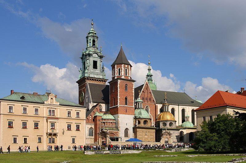Archivo:Kraków - Wawel Cathedral 01.jpg