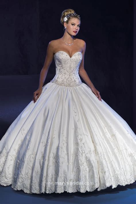 17 Best images about ball gowns on Pinterest   Belle, Big