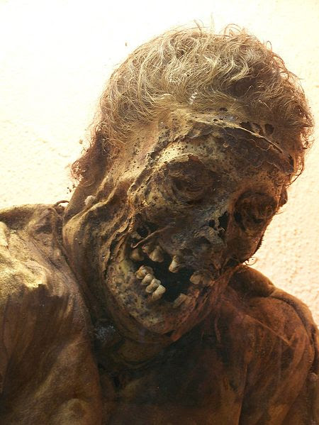 momia linda dentadura