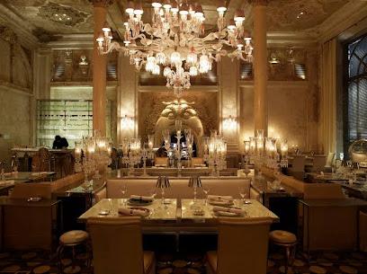 Ресторан Baccarat Cristal Room