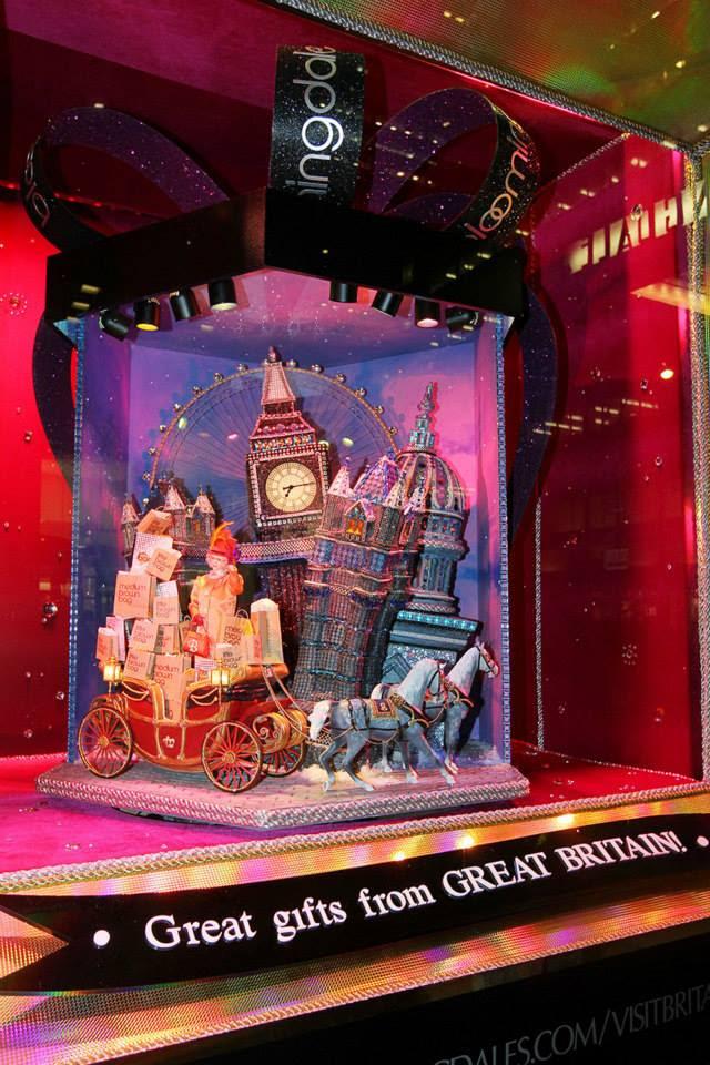 best-window-displays_bloomingdales_2013_christmas_all-wrapped-in_06