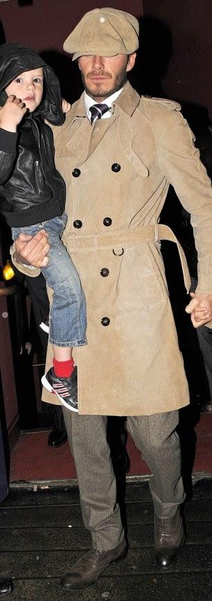 Trench coat kiểu cổ điển được Beckham dùng trong semi-formal