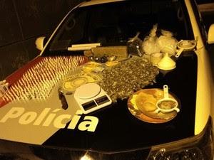 Homem foi preso em flagrante por tráfico de drogas (Foto: Divulgação/Polícia Militar)