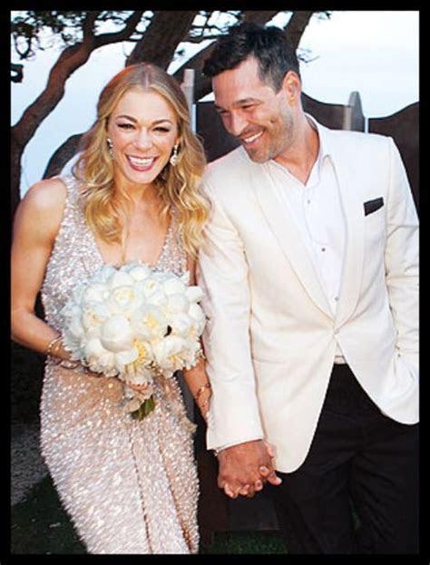Leann Rimes wore this beautiful handmade Reem Acra wedding
