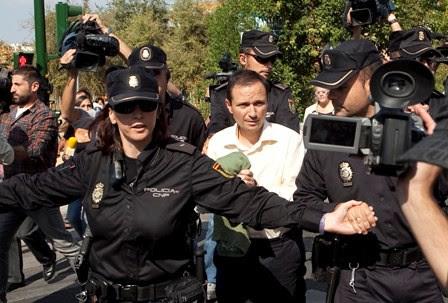 José Bretón es condu cido al parque Cruz  Conde para la recons trucción de los hech os. (Pedro Funes)