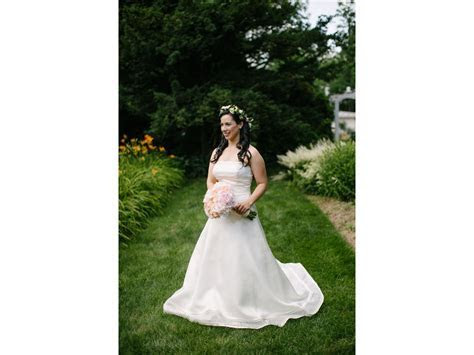Vera Wang Emily Luxe Collection Wedding Dress, $1,000 Size
