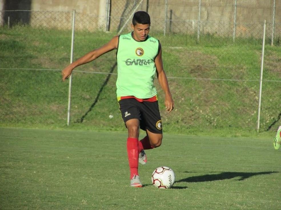 Volante João Victor comemora primeiro gol como profissional do Globo FC (Foto: Rhuan Carlos/Divulgação)
