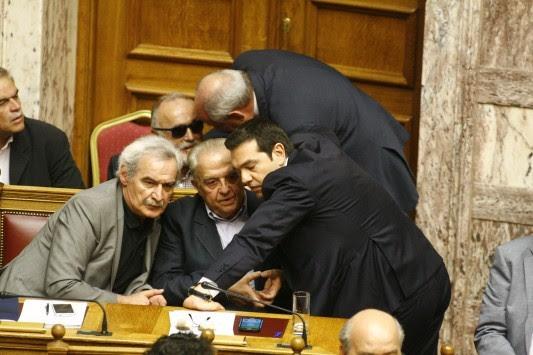Χάος στον ΣΥΡΙΖΑ - Δραματικό μήνυμα Φλαμπουράρη στο εσωτερικό και στο εξωτερικό: «Ορισμένοι επιμένουν να οδηγήσουν τη χώρα μας εκτός της Ευρωζώνης»