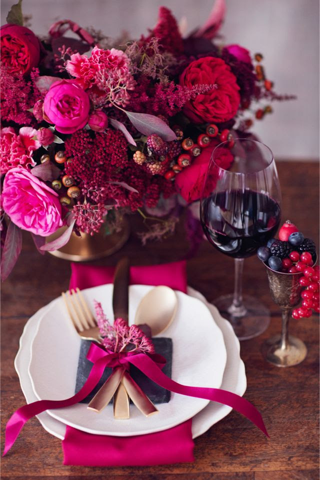Red, berry, and pantone vivacious place setting http://peachesandmint.com/