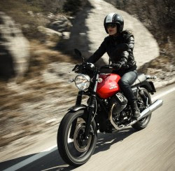 High-res pics of the 2014 Moto Guzzi V7 range