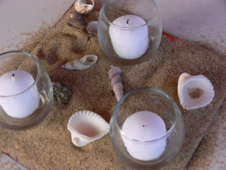 beach theme wedding centerpieces If you want to add a hint of color to an