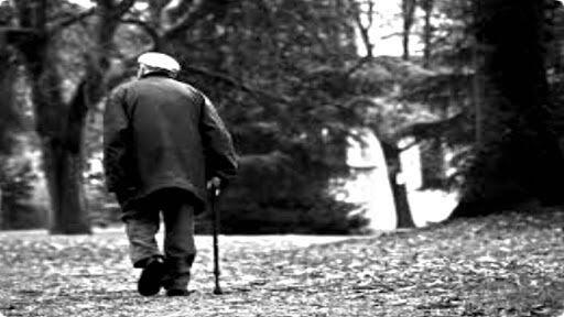 Resultado de imagem para Conta a lenda, que havia um velho muito triste que vagava pelas ruas de uma pequena cidade do norte dos Estados Unidos.