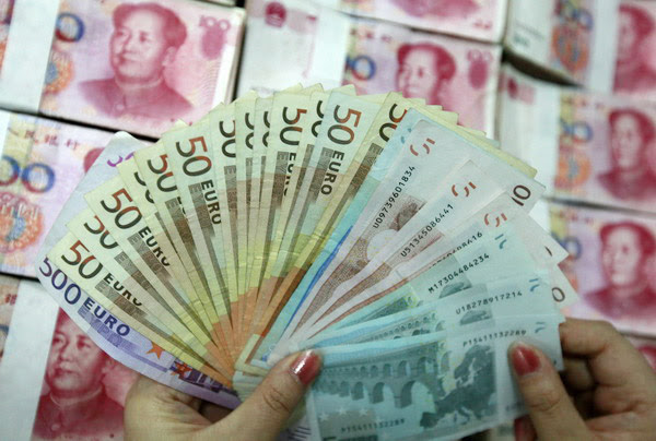 Including the yuan in the SDR basket would aid China's attempts to diminish the dollar's dominance in global trade and finance [Xinhua]
