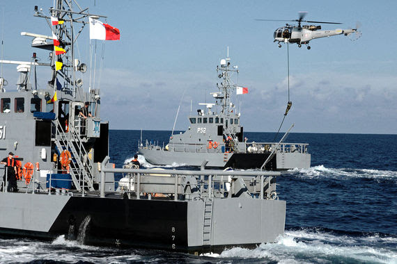 2015-04-16-1429227770-2540191-1200pxUS_Navy_111205NFV216139_The_Armed_Forces_of_Malta_counter_piracy_vessel_protection_detachment_demonstrates_aerial_boarding_procedures_during_Eur.jpg