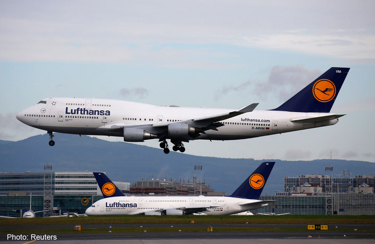 Flying With A Falcon Lufthansa Design Is Suitable For Birds Of Prey