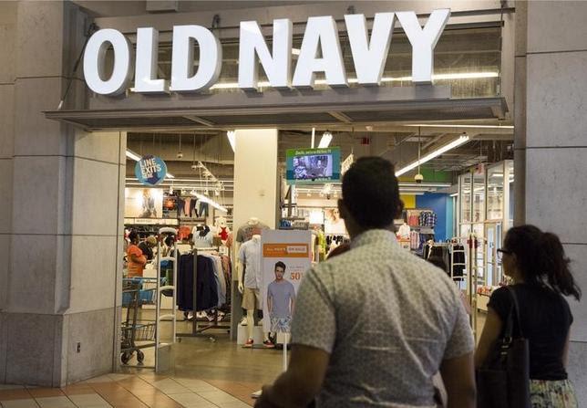 5月19日、米カジュアル衣料大手のギャップは、海外市場で「オールド・ネイビー」「バナナ・リパブリック」75店舗を閉鎖することを明らかにした。ニューヨークで昨年6月撮影(2016年 ロイター/BRENDAN MCDERMID)