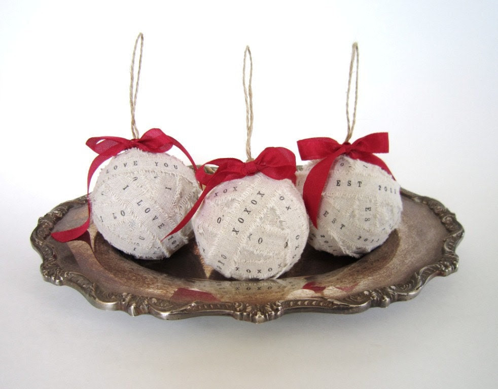 Personalized Christmas Ornaments - set of 3 - Personalize Christmas gift ball ornament white ivory white red bow 1st Christmas decor