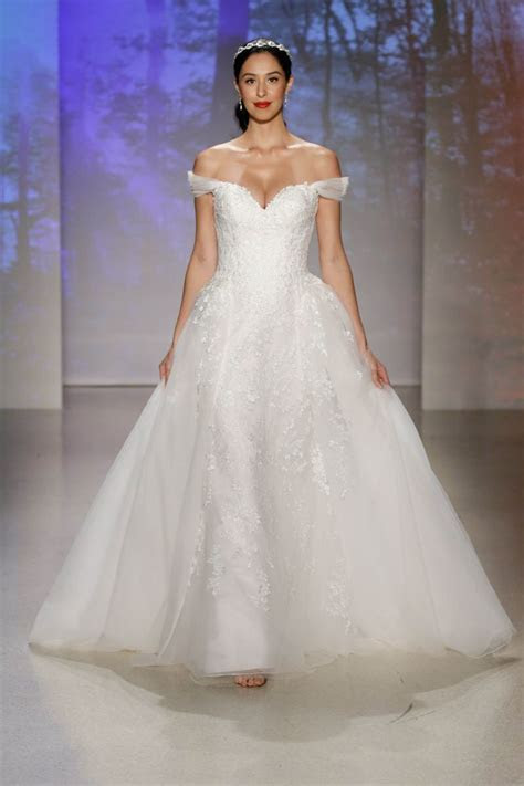 Best 20  Disney Wedding Gowns ideas on Pinterest   Wedding