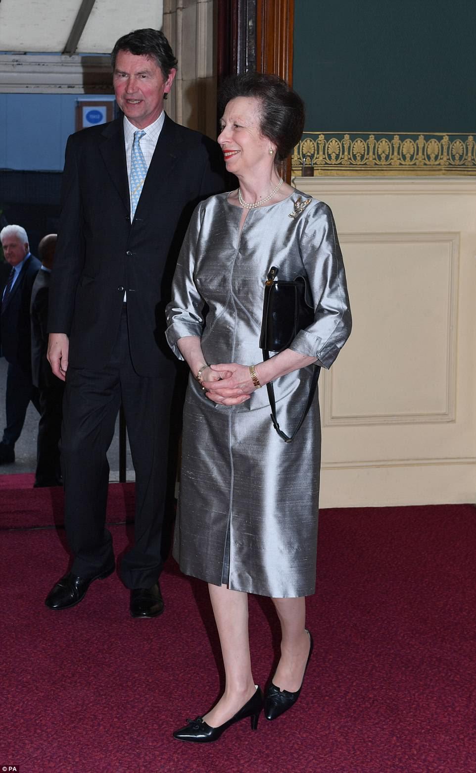 A princesa real e seu marido vice-almirante Sir Timothy Laurence chegam para a festa de aniversário da rainha