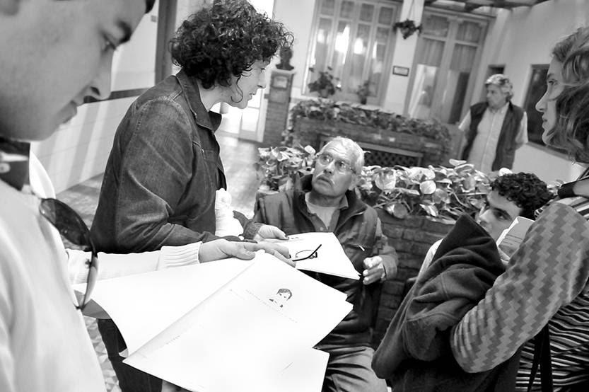 Grupo de denunciantes en espera en la Seccional 4ª de Montevideo. (archivo, octubre de 2011)