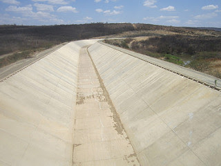 A view of the as-yet unfilled channel of the São Francisco River diversion project, which is aimed at making the Piranhas River a year-round source of water to supply many towns and cities in Brazilian semiarid Northeast. The project, which was initially scheduled to be finished in 2010, has not yet been completed. Credit: Mario Osava/IPS