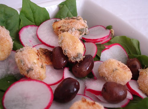 Spinach and radish salad with mozzarella rolled in breadcrumbs
